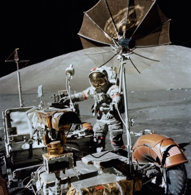 590px-apollo_17-_lunar_roving_vehicle_and_eugene_cernan