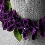 Zdjęcie naszyjnika z kolekcji FlowerFelt Design autorstwa Małgorzaty Hupert