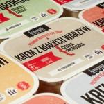 W wypadku produktu spoza branży spożywczej napisałbym, że opakowanie zostało zaprojektowane ze smakiem. Projekt jest estetyczny i w trendzie.