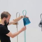 Rope Trick Lamp której autorem jest Stefan Diez
